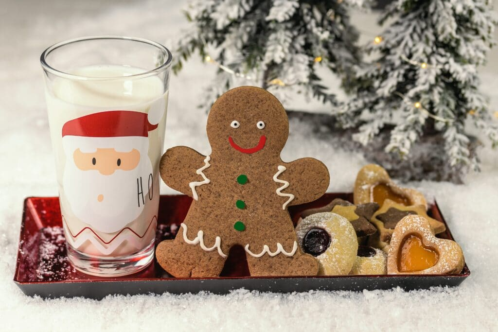 Im Advent backt man in den Familien häufig Kekse und Plätzchen.