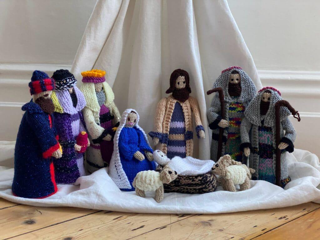 Eine Krippe im Advents aufzustellen ist eine Weihnachtstradition.